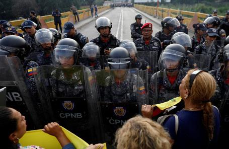 Национальная гвардия Венесуэлы перекрыла границу с Колумбией.