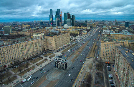 Вид на Кутузовский проспект в Москве.