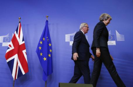Глава Еврокомиссии Жан-Клод Юнкер и премьер-министр Великобритании Тереза Мэй.