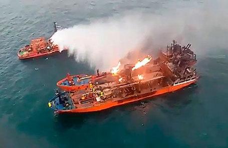 Во время тушения пожара на судах «Маэстро» и «Канди» в районе Керченского пролива.