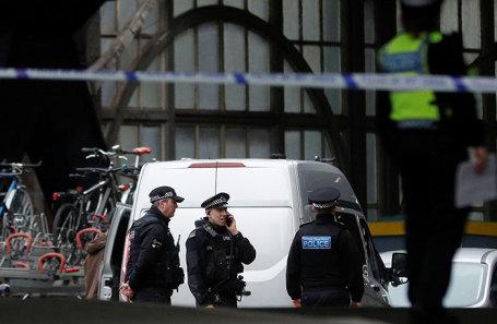 Полиция на станции Ватерлоо в Лондоне, где нашли подозрительный предмет.