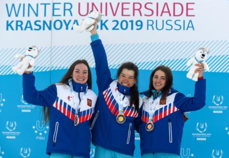 Масс-старт среди женщин на соревнованиях по лыжным гонкам на Универсиаде-2019 в Красноярске.