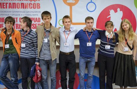 Учащиеся на московской олимпиаде школьников крупных городов и столиц мира. 2016 год.