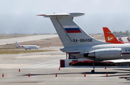 Российский самолет в аэропорту Каракаса.