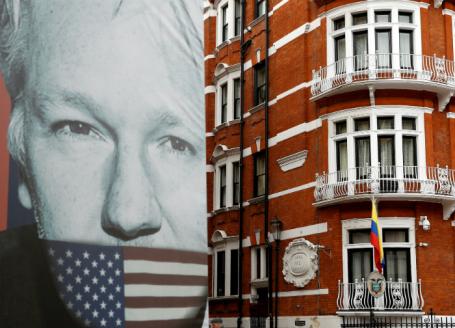 Неменее  70 английских  депутатов призвали экстрадировать Ассанжа вШвецию