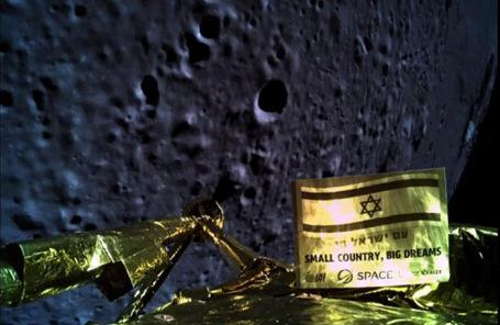 Снимок, сделанный израильским космическим кораблем «Берешит» во время прилунения.