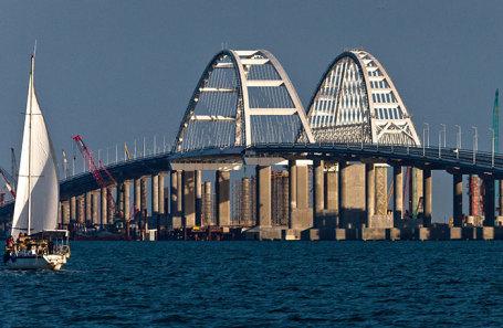 Крымский мост в Керчи.