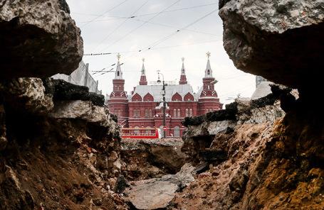 Благоустройство улиц в центре Москвы. Архив.