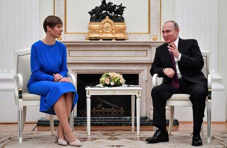 Президент России Владимир Путин (справа) и президент Эстонии Керсти Кальюлайд (слева) на встрече в Кремле.