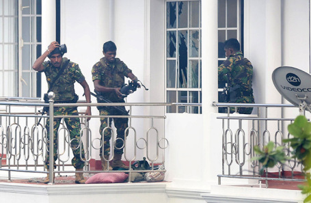 Операция спецназа Шри-Ланки в жилом доме в Коломбо.