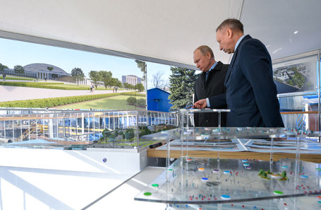 Президент РФ Владимир Путин и временно исполняющий обязанности губернатора Санкт-Петербурга Александр Беглов (слева направо).
