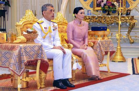 Король Таиланда Маха Вачиралонгкорн (Рама X) и королева Сутхида.