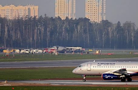 На месте возгорания самолета Sukhoi Superjet-100. Аэропорт «Шереметьево».
