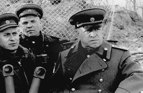 Георгий Жуков (справа).