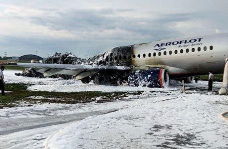 Самолет Sukhoi Superjet 100 компании «Аэрофлот» после пожара в аэропорту «Шереметьево».