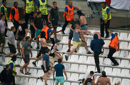 Беспорядки на трибунах на матче Англия — Россия. EURO 2016.