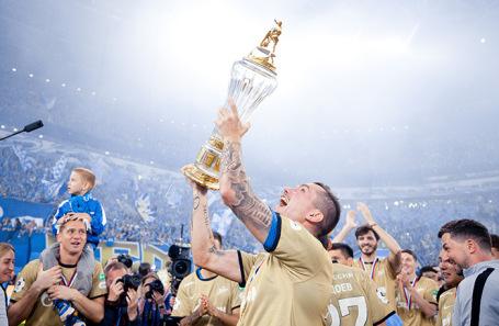 Церемония награждения «Зенита» золотыми медалями и кубком чемпиона России.