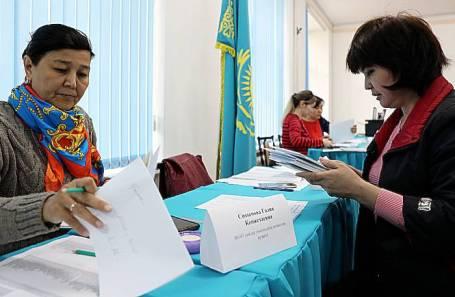 Подготовка избирательных участков в Нур-Султане в преддверии внеочередных выборов президента Казахстана.