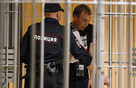 https://cdn.bfm.ru/news/maindocumentphoto/2019/06/09/iv_golunov_sud.jpg