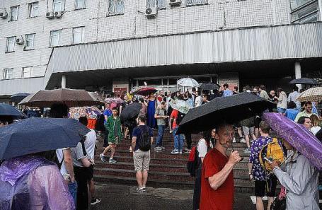 https://cdn.bfm.ru/news/maindocumentphoto/2019/06/09/okolo_nikulinskogo_suda_moskvy.jpg