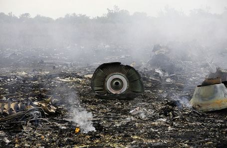 Обломки пассажирского самолета «Малайзийских авиалиний» Boeing 777.
