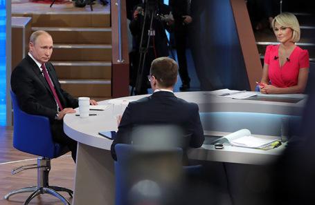 Владимир Путин во время «Прямой линии».