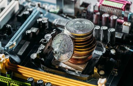 Курс Bitcoin превысил психическую отметку в $12 000