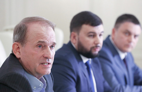 Виктор Медведчук, Денис Пушилин и Леонид Пасечник (слева направо).