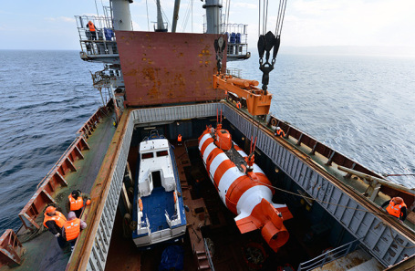 Учения по поиску и спасению аварийной подводной лодки на Северном флоте. Архив.