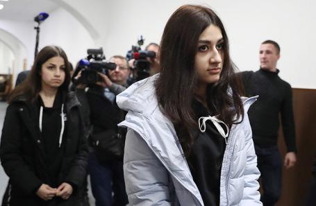 Ангелина (слева) и Крестина Хачатурян.