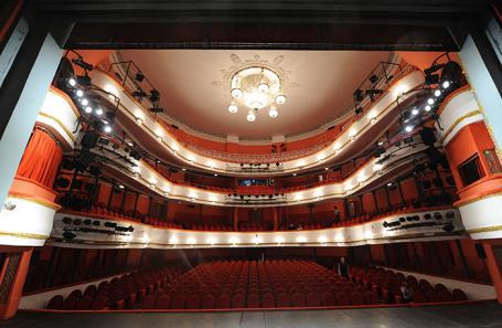 Зрительный зал большой сцены Московского академического театра имени Маяковского.
