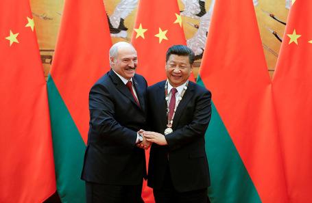 Президент Белоруссии Александр Лукашенко и председатель КНР Си Цзиньпин.