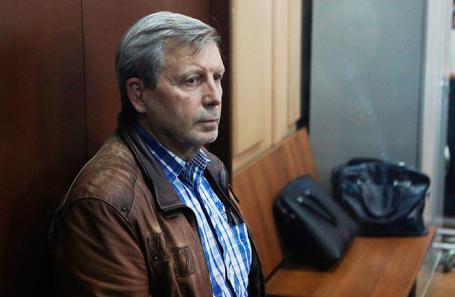 Бывший заместитель руководителя Пенсионного фонда России Алексей Иванов, подозреваемый в получении взятки в размере 4,4 млн рублей, во время рассмотрения ходатайства следствия о его аресте в Басманном суде.