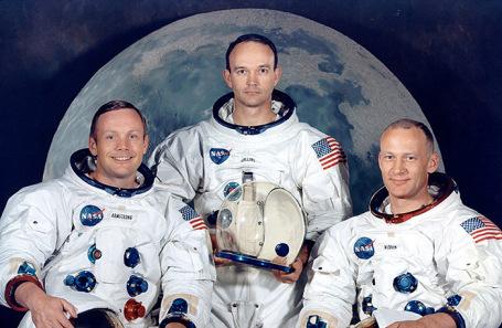 Астронавты Нил Армстронг, Майкл Коллинз и Базз Олдрин (слева направо), совершившие впервые в истории высадку на Луну. Июль 1969 года.