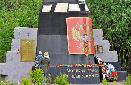 Мемориал в память о погибших подводниках в Мурманске.