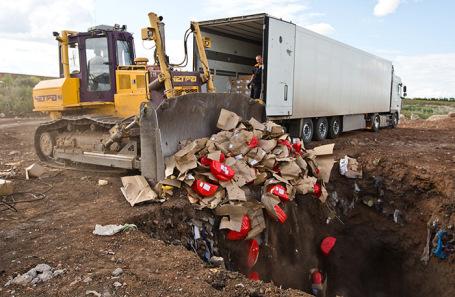 Уничтожение импортного сыра. Август 2015 года.