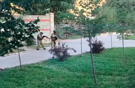 Спецоперация у дома Алмазбека Атамбаева.