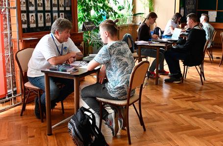 Работа приемной комиссии в Московском университете.