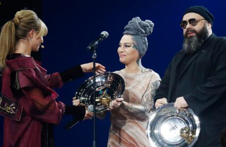 Телеведущая Алла Михеева и певица Наргиз Закирова, продюсер Максим Фадеев, 2017 год.