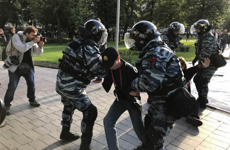 https://cdn.bfm.ru/news/maindocumentphoto/2019/08/10/medvedev.jpg
