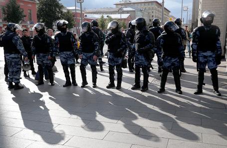 https://cdn.bfm.ru/news/maindocumentphoto/2019/08/10/policiya-rabota.jpg