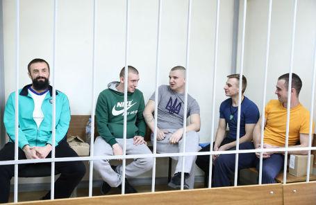 Украинские моряки, обвиняемые в нарушении государственной границы РФ в районе Керченского пролива 25 ноября 2018 года, во время ходатайства следствия в Лефортовском районном суде на продление ареста.