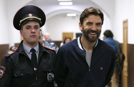 Михаил Абызов (справа).