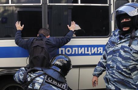 https://cdn.bfm.ru/news/maindocumentphoto/2019/09/03/policiya.jpg