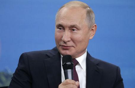 Владимир Путин во время встречи с представителями общественности по вопросам развития Дальнего Востока в рамках V Восточного экономического форума.