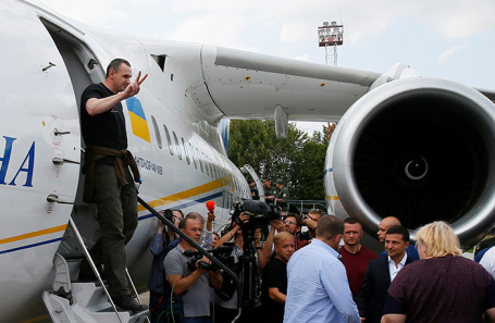 Олег Сенцов в аэропорту Киева.