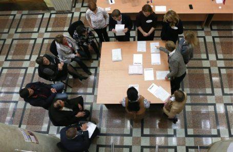 Подсчет голосов по итогам единого дня голосования в Челябинске.