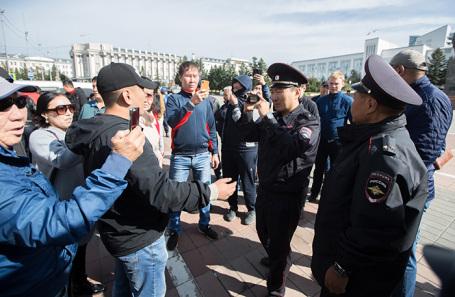 Несогласованная акция протеста против результатов выборов мэра города в Улан-Удэ, 10 сентября 2019 года.
