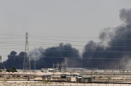 Пожар на заводе Aramco в городе Абкаик, Саудовская Аравия.