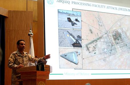Представитель Министерства обороны Саудовской Аравии полковник Турки аль-Малики во время пресс-конференции в Эр-Рияде.